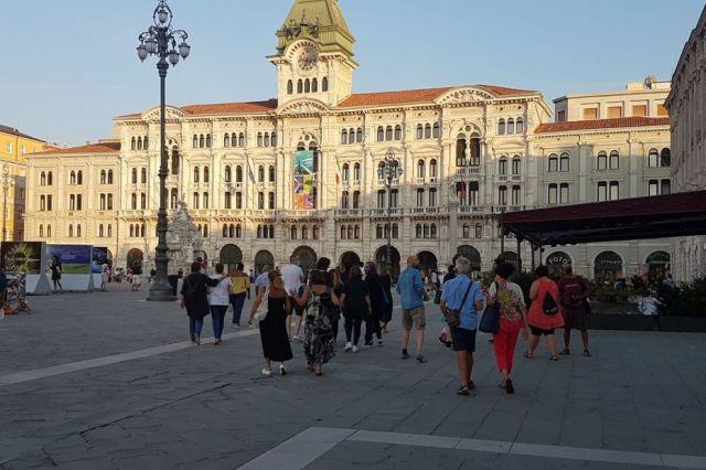 Il-gruppo-e-piazza-Unità_blogLorenza